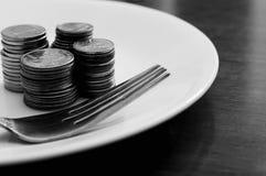 Conceito do dinheiro da placa do alimento Foto de Stock Royalty Free