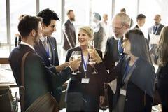 Conceito do divertimento dos trabalhos de equipa dos trabalhos em rede da reunião da cooperação Imagem de Stock