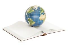 Conceito do ensino eletrónico, livro aberto com globo da terra rendição 3d Fotografia de Stock Royalty Free