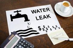 Conceito do escape da água em um papel imagens de stock royalty free