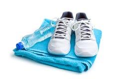 Conceito do esporte garrafa, sapatas e toalha Fotografia de Stock Royalty Free