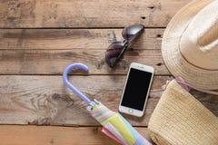 Conceito do fundo das férias de verão Chapéu de palha com saco da palha, pho Imagens de Stock