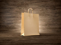 Conceito do fundo de madeira do saco de compras do ofício fotografia de stock