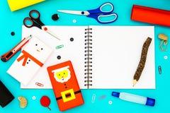 Conceito do fundo do Natal DIY Ideia superior do boneco de neve de DIY e do s Fotos de Stock Royalty Free