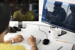 Conceito do HTML de Working Computer Monitor do programador fotografia de stock royalty free