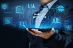 Conceito do Internet da tecnologia do negócio da estratégia de marketing dos estudos de mercado imagens de stock royalty free