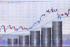 Conceito do investimento, mercado de valores de ação do gráfico das moedas imagem de stock royalty free