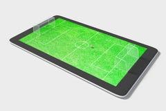 Conceito do jogo de Onlie com campo digital da tabuleta e de futebol foto de stock royalty free