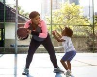 Conceito do lazer da atividade do exercício do esporte do basquetebol foto de stock royalty free