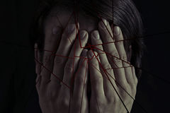 Conceito do medo, violência doméstica foto de stock