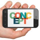 Conceito do mercado: Mão que guarda Smartphone com conceito na exposição Fotos de Stock