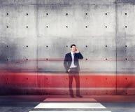 Conceito do movimento da luz de Talking Traffic Red do homem de negócios Imagens de Stock