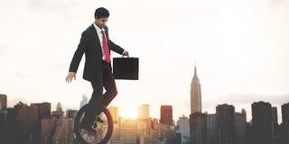 Conceito do nascer do sol de Commuting Ecology Saving do homem de negócios imagem de stock