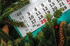 Conceito do Natal e do presente do ano novo fotos de stock