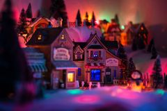 Conceito do Natal do mercado na praça da cidade diminuta Foto de Stock
