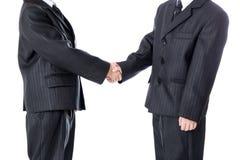 Conceito do negócio - aperto de mão de dois rapazes pequenos no terno de negócio Imagens de Stock Royalty Free