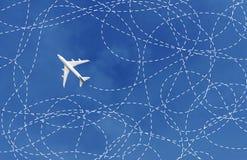 Conceito do negócio com avião e sua maneira da trilha solução, resolvendo fotografia de stock royalty free