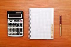 Conceito do negócio com pena, caderno e calculadora Fotos de Stock Royalty Free