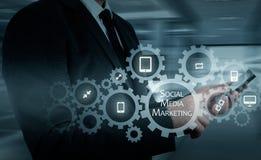 Conceito do negócio, da tecnologia, do Internet e dos trabalhos em rede SMM - Mercado social dos meios na exposição virtual Fotografia de Stock Royalty Free