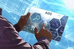 Conceito do negócio, da tecnologia, do Internet e da rede Busi novo fotografia de stock