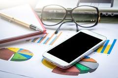 Conceito do negócio, funcionamento, telefone esperto, tabuleta, telefone celular Foto de Stock