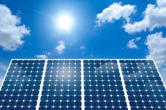 Conceito do painel solar e do Sun Fotografia de Stock Royalty Free