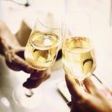 Conceito do partido da celebração da bebida do álcool dos elogios do brinde imagens de stock