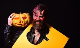 Conceito do partido de Dia das Bruxas O diabo comemora o festival de outubro imagens de stock royalty free