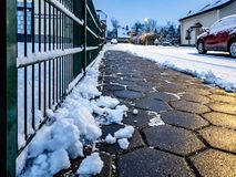 Conceito do pavimento da pedra cancelado da neve fotos de stock