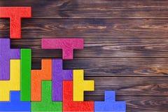Conceito do pensamento lógico Bloco de madeira das formas coloridas diferentes Fotografia de Stock Royalty Free