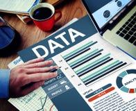 Conceito do planeamento de Working Calculating Thinking do homem de negócios dos dados Fotos de Stock