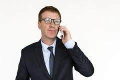 Conceito do retrato de uma comunicação de Mobile Phone Talking do homem de negócios Imagem de Stock Royalty Free
