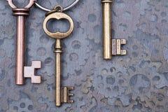 Conceito do rhei de Panta: chaves metálicas antigas velhas e engrenagens da hora como a textura da arte imagem de stock