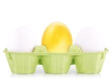 Conceito do símbolo do sucesso com ouro e os ovos brancos Fotos de Stock Royalty Free