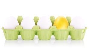 Conceito do símbolo do sucesso com ouro e os ovos brancos Fotografia de Stock Royalty Free