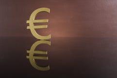 Conceito do salário com moedas de ouro Fotos de Stock Royalty Free