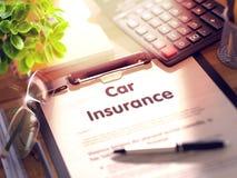 Conceito do seguro de carro na prancheta 3d Imagens de Stock Royalty Free