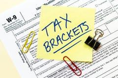 Conceito do suporte do formulário de imposto W9 imagem de stock