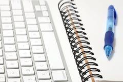 Conceito do teclado e do sketchbook Fotografia de Stock