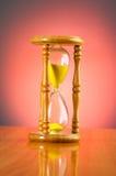 Conceito do tempo com hourglass imagem de stock