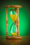 Conceito do tempo com hourglass fotografia de stock