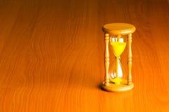 Conceito do tempo com hourglass imagem de stock royalty free
