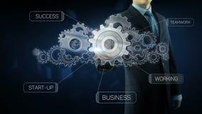 Conceito do texto do trabalho da equipe da engrenagem do sucesso do homem de negócio