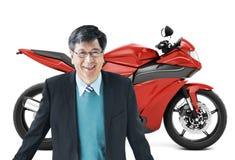 Conceito do transporte da barata da bicicleta da motocicleta do velomotor fotografia de stock
