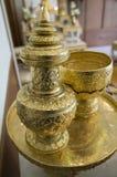 Conceito do utensílio do agregado familiar do ouro do ofício do recipiente da antiguidade de Goldware Fotografia de Stock