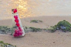 Conceito do Valentim na praia Fotos de Stock
