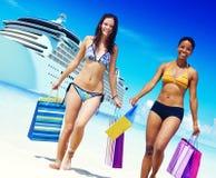 Conceito do verão da praia dos sacos de compras do biquini das mulheres Imagens de Stock