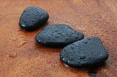 Conceito do zen com pedras e folhas fotografia de stock