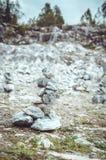 Conceito do zen Equilíbrio conceptual, fundo da harmonia Pedra de mármore O Highland Park nacional Ruskeala na república Fotografia de Stock