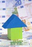 Conceito dos bens imobiliários com euro- notas de banco Fotografia de Stock